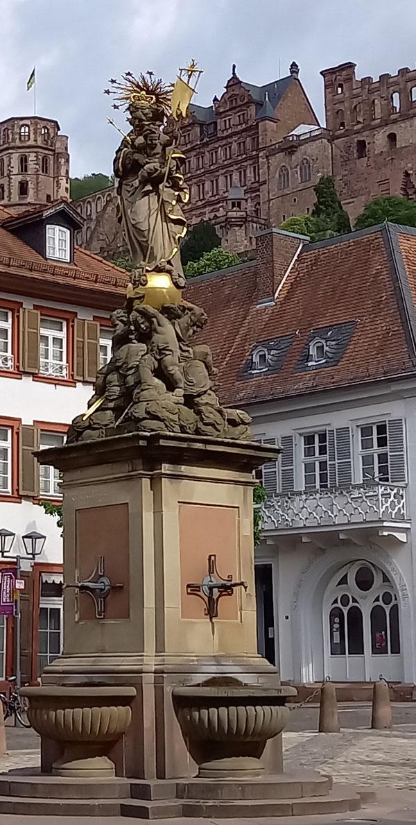 Brunnen mit Madonna auf dem Kornmarkt
