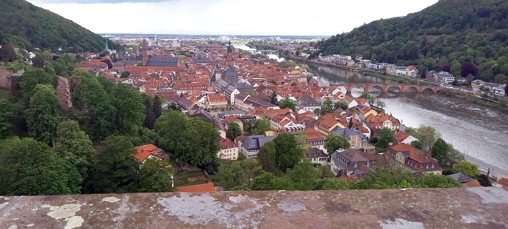Blick von den Schlossterrassen auf Neckar und Altstadt