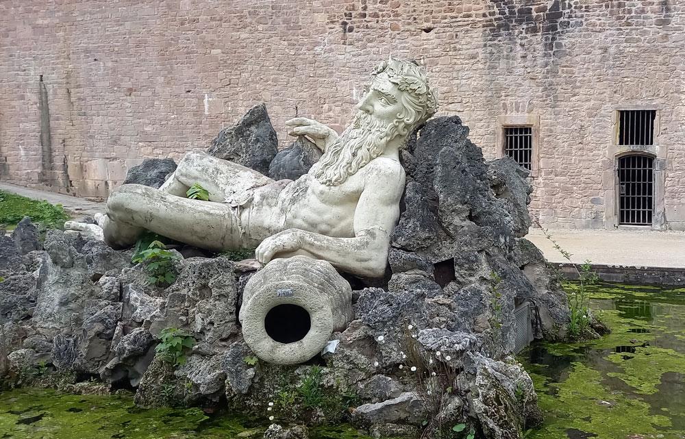 """Brunnen mit """"Vater Rhein"""" im Schlossgarten"""
