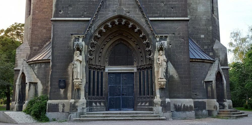Portal der evangelischen Thomaskirche in Erfurt - Löbervorstadt