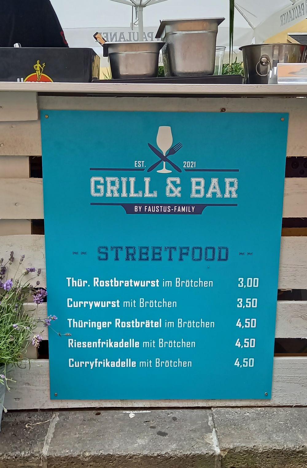 """Streetfood"" Thüringer Bratwurst am Ufer unter der Krämerbrücke"
