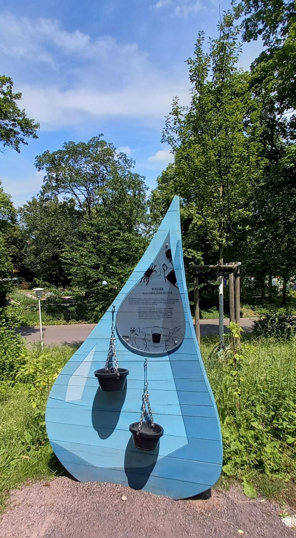 Informationsschild Wassertropfen aus Holz im egapark