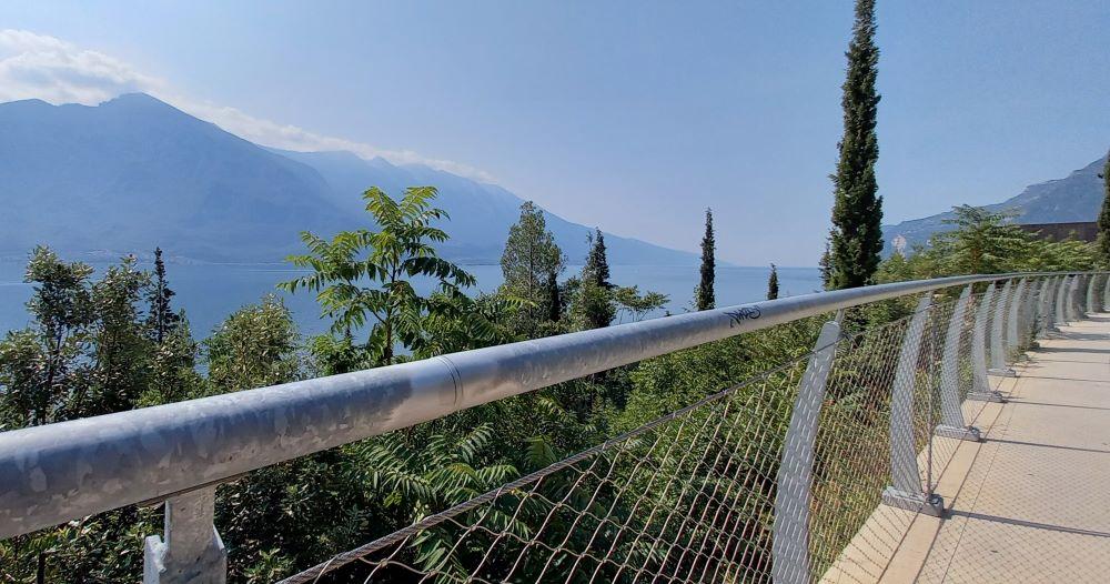 Panoramaweg für Fahrräder und Fußgänger bei Limone