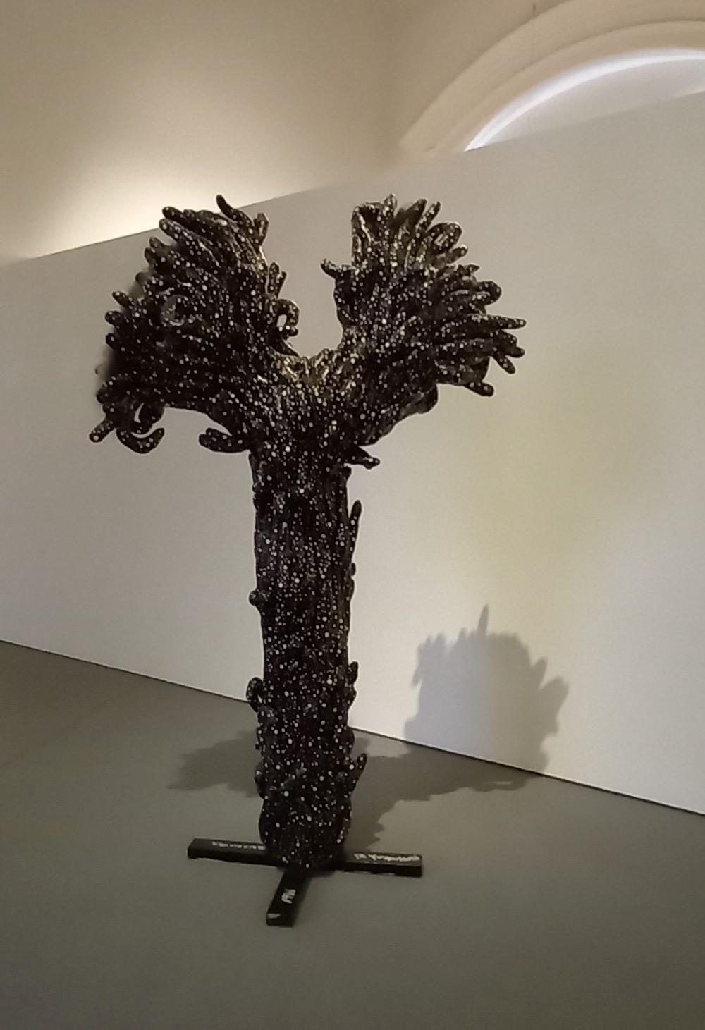 schwarzer Pollen - Installation von Yayoi Kusama im Martin Gropius Bau